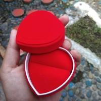 Kotak cincin hati bludru love heart Dua cincin couple