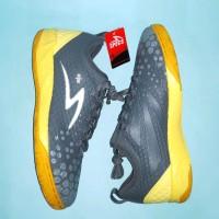 Sepatu Futsal Specs Metasala Knight Dark Granite Charcoal Grey Pa