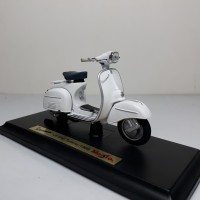 Diecast Miniatur Motor Vespa 125 Gran Turismo (1966) skala 1/18 Maisto