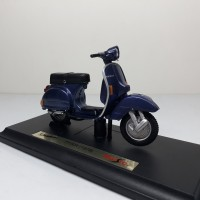 Diecast Miniatur Motor Vespa P150X (1978) skala 1/18