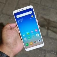 Handphone Hp Xiaomi Redmi 5 Plus 4/64 Second Seken Bekas Murah
