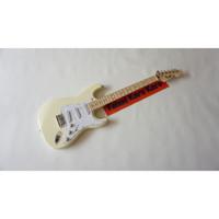 Gitar Listrik Fender Stratocaster Cream