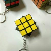 Souvenir Gantungan Kunci RUBIK warna warni [ dimensi : 3 cm x 3 cm]
