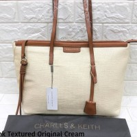 Tas wanita Charles and Keith Pedro textured anyaman bag original-cream