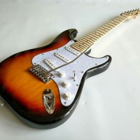 Gitar Listrik Fender Stratocaster Sunburs Color neck mapple