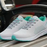 Sepatu wanita Adidas zoom