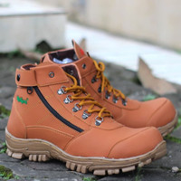 KICKERS Morisey Tan Sepatu Pria Boots Safety Tracking Hiking Murah