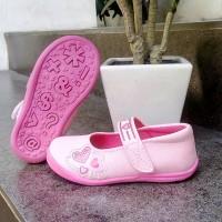 sepatu anak perempuan Flat slip on kretekan Merk KIPPER tipe Paula