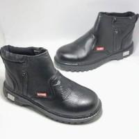 Sepatu safety boots ujung besi KR-17