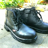 Sepatu Safety Boots Ujung Besi KR-16