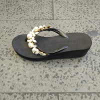 Sandal Jepit Wedges Mutiara