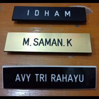 Name tag (papan nama)