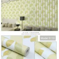 Salur daun hijau 45cm x 10mtr ~ Wallpaper sticker dinding