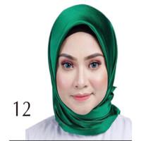 Jilbab Silk Segi Empat Polos HP012