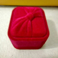 kotak tempat cincin perhiasan bludru