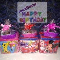Paket souvenir ulang tahun tas kubus dan kotak makan