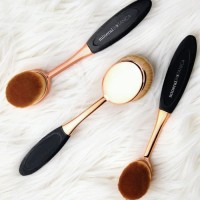 Mineral Botanica Studio Series Pro Oval Brush Set Unit Laris