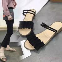 Sandal wanita memakai busana Korea sandal datar-rata kata pantai Roman