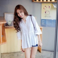 Blus V-Neck Casual Model Longgar Bahan Katun Warna Putih atasan wanita