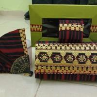 Dompet dan souvenir dari tapis dan sutera