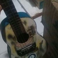gitar antik