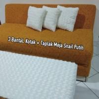 Set Bantal kotak & Taplak Meja Snail Putih