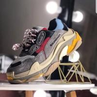 Sepatu Balenciaga Triple S
