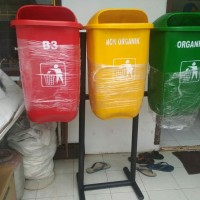 Tempat sampah fiber oval 50 liter + tiang pindah/tanam