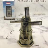 Miniatur Holland Windmill Pajangan Kuncir Angin Belanda