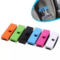 2 pcs car seat belt clip organizer penjepit seatbelt mobil