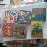 Souvenir Yogyakarta Magnet Kulkas Kayu Warna