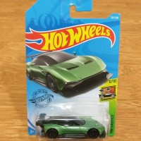 Diecast Hot Wheels Aston Martin Vulcan Green 2019 Super Car