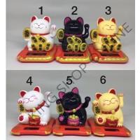 Boneka Pajangan Solar Gard Maneki Neko kucing 3 warna