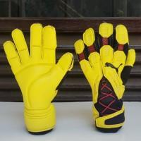 sarung tangan kiper puma v1 yellow goalkeeper glove