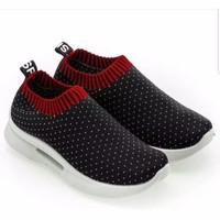 Sepatu Wanita Kets Slip On Bintik SP53
