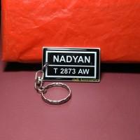 gantungan kunci acrylik plat nomor lapis resin