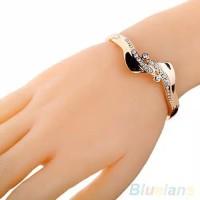 Gelang Tangan dengan bahan lapis Emas dan hiasan Berlian imitasi