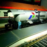 Miniatur Kereta api gerbong minyak jadul untuk railking