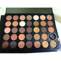 MORPHE 35R EYESHADOW PALETTE ( DEFECT )
