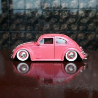 Diecast - Miniatur Mobil Jada VW Bettle - Kodok Pink Skala 24 grab