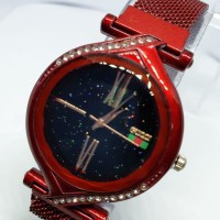 Jam tangan Gucci magnet oval rose gold