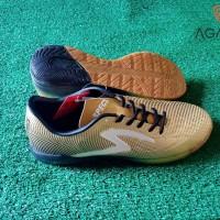 Sepatu Futsal Specs Swervo Thunderbolt In Gold/Sepatu Bola Specs Swerv