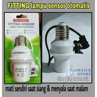 Fitting Lampu Sensor Cahaya Otomatis Untuk Segala Lampu