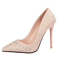 Sepatu High Heels Ujung Lancip dengan Hiasan Berlian Warna-Warni
