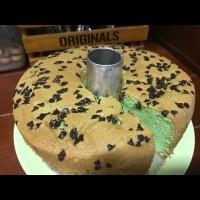 pandan chiffon cake, with choco chip