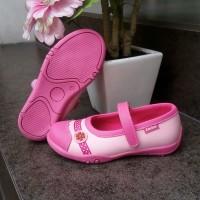 Sepatu slip on anak perempuan merk Crackers tipe Lovina Ukuran 26-30