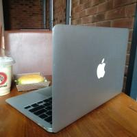 "Laptop macbook air 13"" 2014 core i5 ssd 256gb ram 4gb termurah"