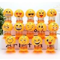 Boneka Per Goyang Emoji Pajangan Mobil Motor Hiasan Dashboard Mobil.
