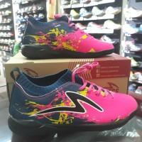 Sepatu Futsal Specs Cyanide TNT 19FS S.Navian/yellow/Galaxi Blue/Black