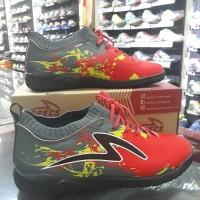 Sepatu Futsal Specs Cyanide TNT 19FS E.Red/Dark Cool Grey/Black